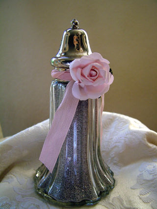 Vintage shaker with glitter