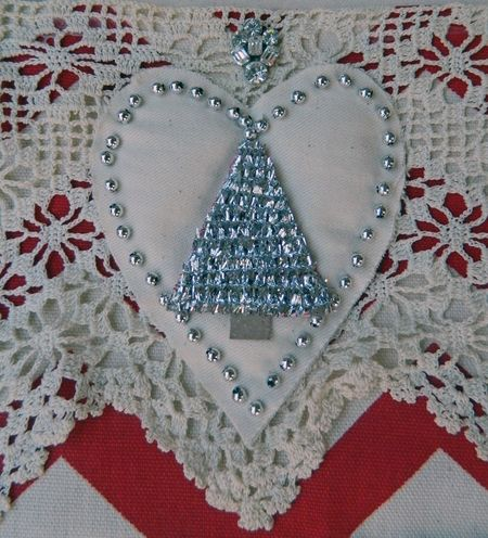 Beaded heart page detail