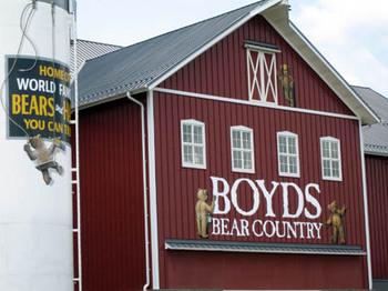Boyds_bear_barn_2